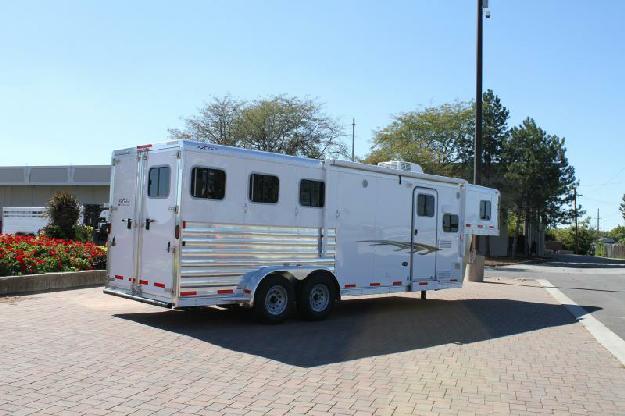 2015 Exiss 7308 LQ Horse Trailer