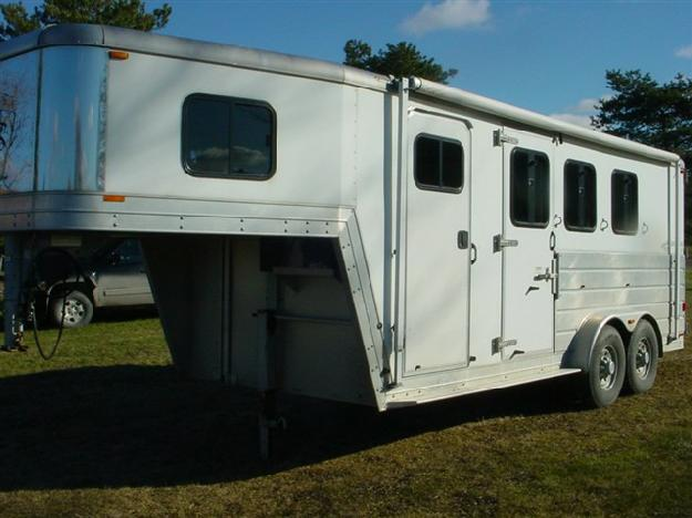 Kiefer 3 horse w. dress room