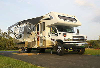 Super-C 2008 Chateau Kodiak 34H motorhome in excellent condition with bunkhouse