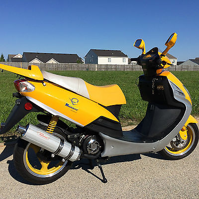 Other Makes 150 cc road runner scooter