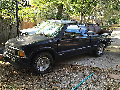Chevrolet : S-10 LS LS Ext Cab, 4 Cyl, 2.2L, 5 Speed, 2WD. Comes with Truck Box and Bed Liner.