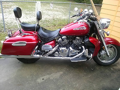 Yamaha : Royal Star Red, Waterproof Stereo System, Chrome Extras, Tank Bag, Foot Pegs, LED Lights
