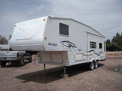 2001 Mako fifth wheel 27' with slideout