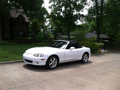 Mazda : MX-5 Miata base 2001 miata convertible with only 83 k and all records
