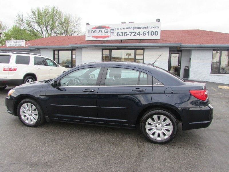 2012 Chrysler 200 4dr Sdn LX No Accident CARFAX