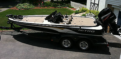 2004 Nitro 901CDX w/ 200HP Mercury Optimax Tournament Fishing boat