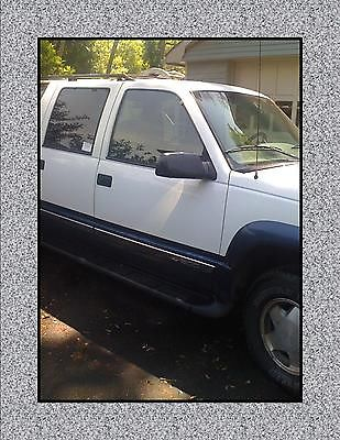 Chevrolet : Suburban 1500 series 1997 white chevy suburban well maintained