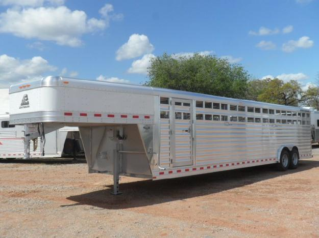 2015 Elite 32 Stock Trailer
