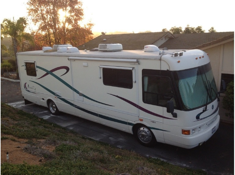 1999 National Tradewinds 37ft. Diesel Pusher Slide-Out