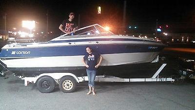 Boat Larson 22' Cabin Cruiser Mercury 165'