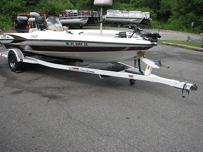 Triton TR185 18' Bass Boat 150 Hp Yamaha VMAX 2002 Power Trim Trailer