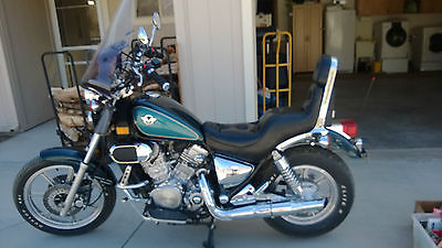 Kawasaki : Vulcan Blue and Teal, includes T-bag, saddle bags and bike cover, has windshield