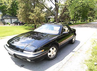 Buick : Reatta Black Beautiful 1989 Black Buick Reatta - 70K Miles