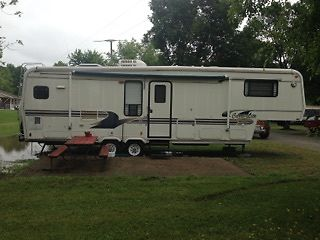 1997 Carri-Lite Cashey and 1996 Chevy CK2500 with 5th wheel hitch