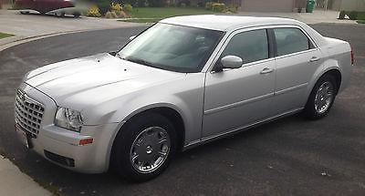 Chrysler : Other Touring Sedan 4-Door 2005 chrysler 300 touring sedan 4 door 3.5 l