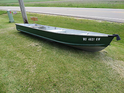 14/0 Aluminum Fishing Boat, with oars and life jackets, Northern Illinois