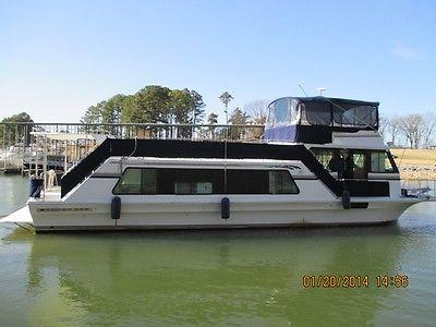2001 Harbor Master 52' Wide-Body freshwater houseboat