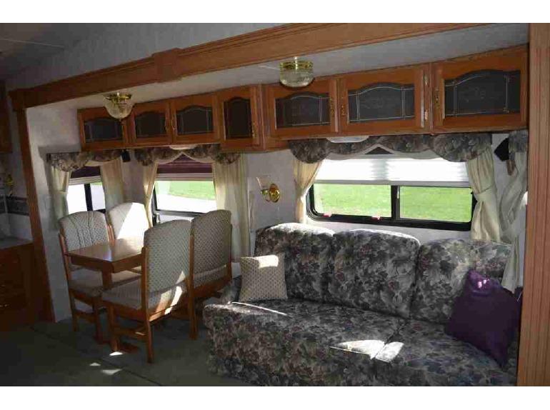 2004 Keystone Montana 3295RK