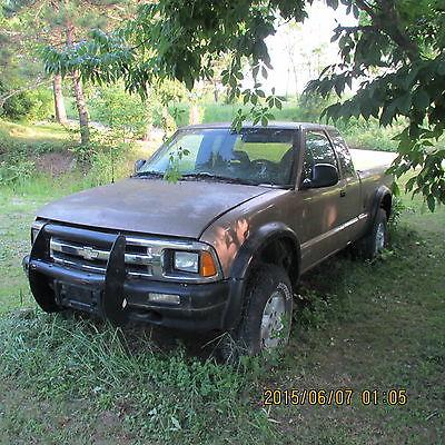 Chevrolet : S-10 3 DOOR  1997 s 10 chevrolet truck 4 x 4 1 100