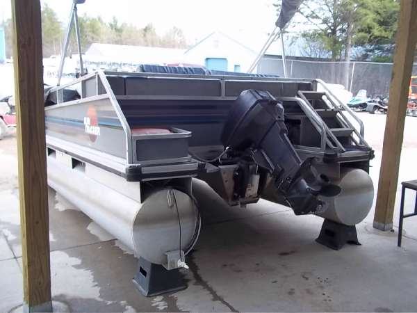 1991  Tracker  18' Pontoon