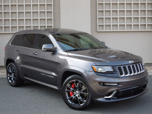 Jeep : Grand Cherokee 4WD 4dr SRT 2014 jeep grand cherokee srt 1 owner granite pano only 8 k miles 71 k msrp