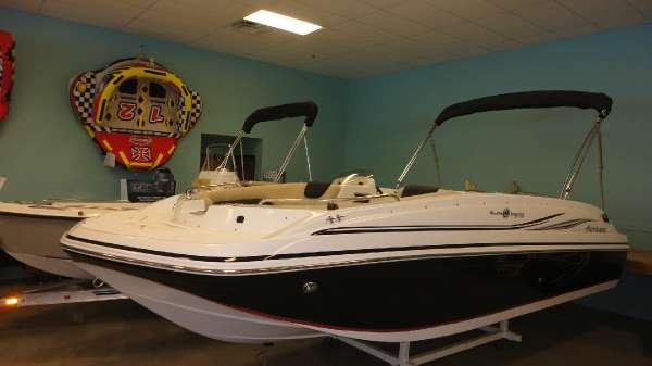 2015  Hurricane Boats  SunDeck Sport 188 OB