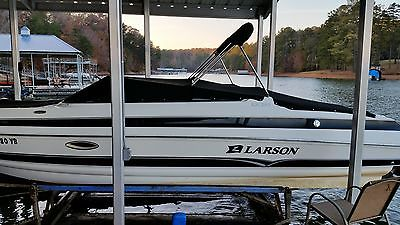 25 foot 2006 Larson Bow Rider in excellent condition