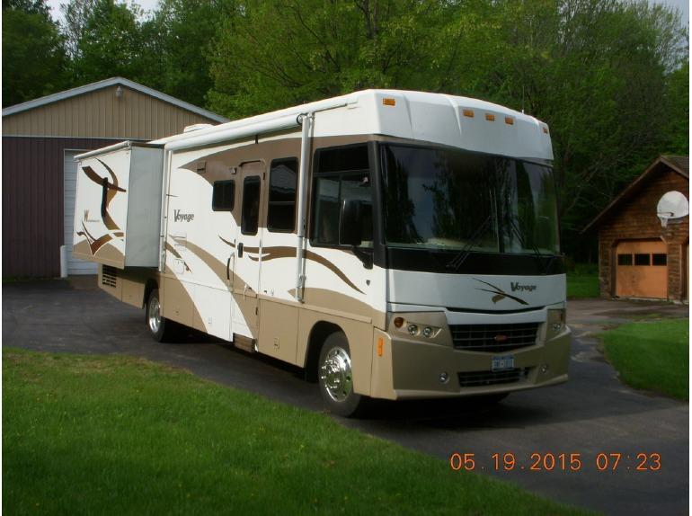 2008 Winnebago Voyage 35L