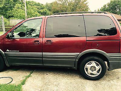 Pontiac : Montana 2000 maroon cherry red van