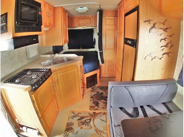 2006 Four Winds Majestic 23A