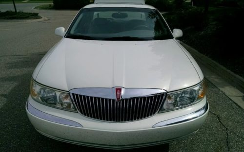 Lincoln : Continental Sedan 1998 lincoln continental in very good condition 4.6 l v 8 powerful leather int