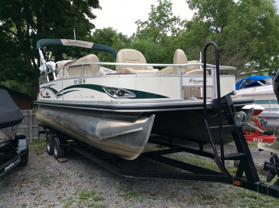 2011 Sun Tracker Party Barge 22 Sport Fish Pontoon B