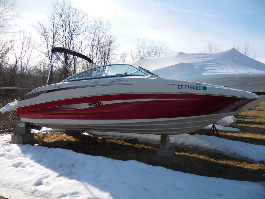 2010 Sea Ray 220 Sundeck Boat