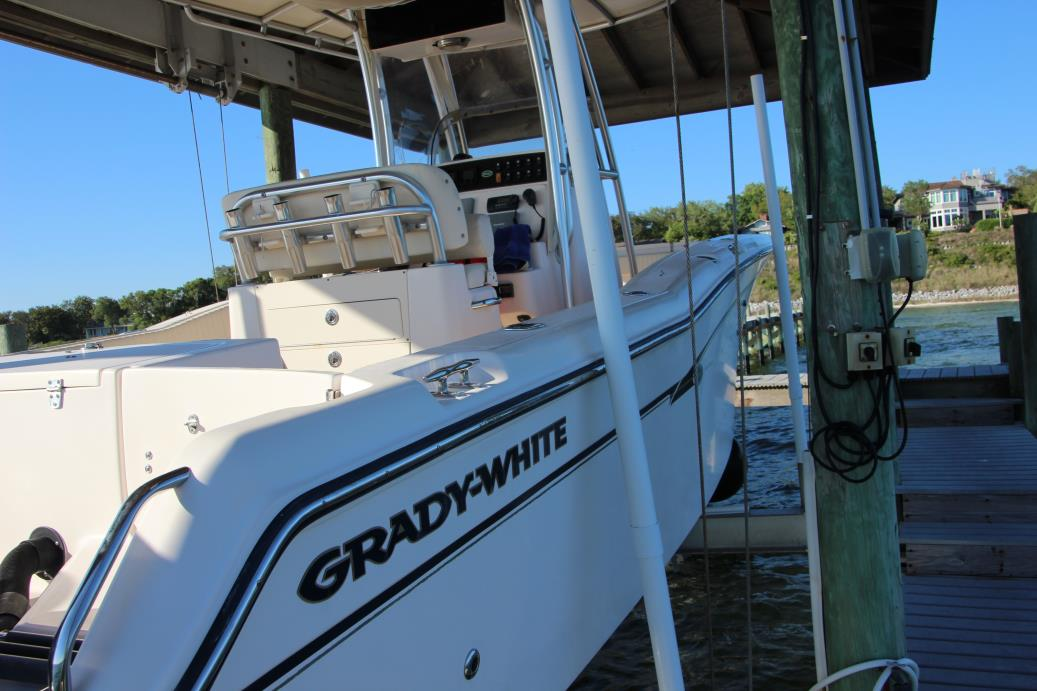 2010 Grady-White 257 Advance