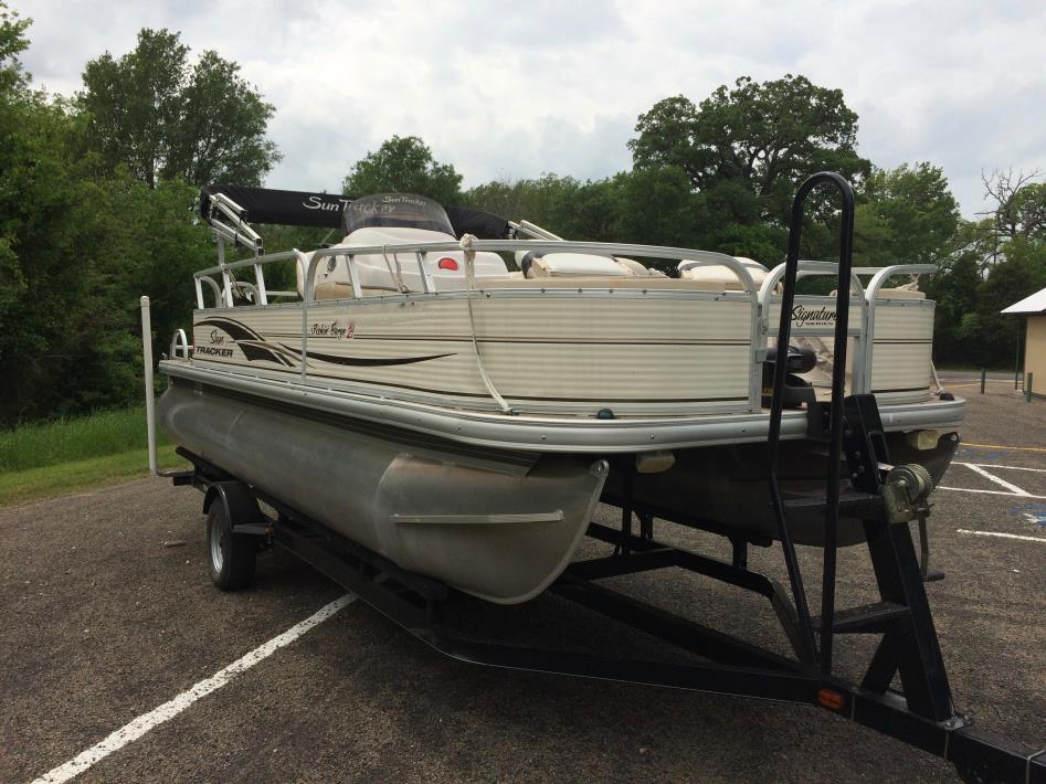 2010 Sun Tracker 21 Fishing Barge