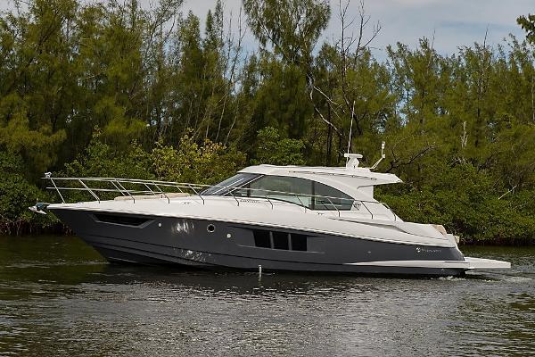 2016 Cruisers Yachts 45 Cantius