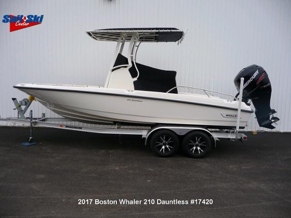 2017 Boston Whaler 210 Dauntless