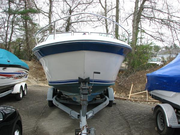1989 Sea Ray 220 Cuddy Cabin