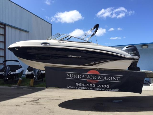 2017 Stingray Boats 212SC
