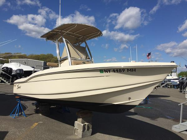 2012 Scout Boats 210 XSF