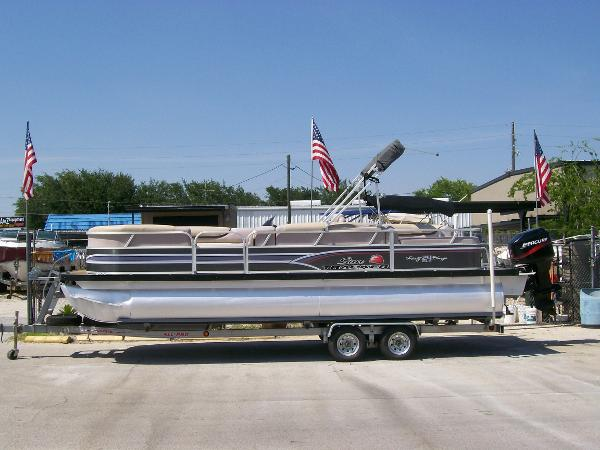 2015 Sun Tracker PARTY BARGE 24 Signature Series
