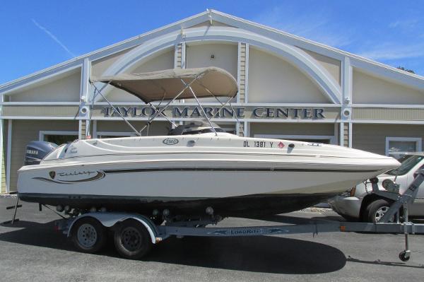 2003 Century 2360 Deck Boat