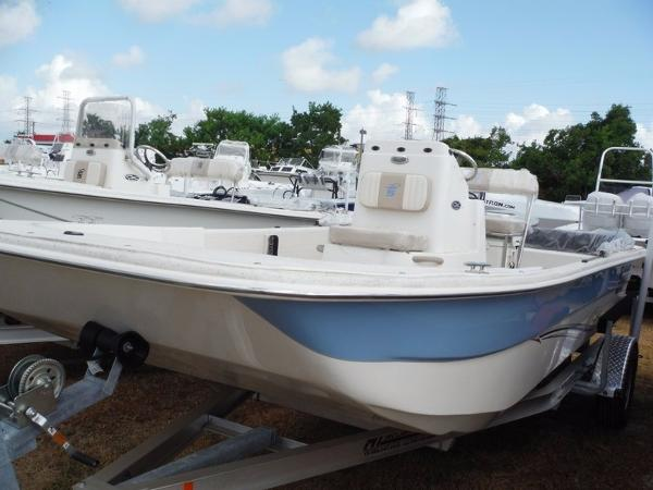 2015 Carolina Skiff DLX Tunnel Series 198