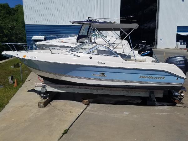 2005 Wellcraft 220 Sportsman