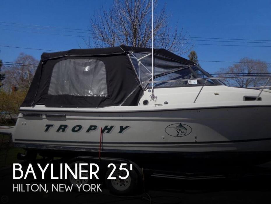 2000 Bayliner Trophy 2352LX