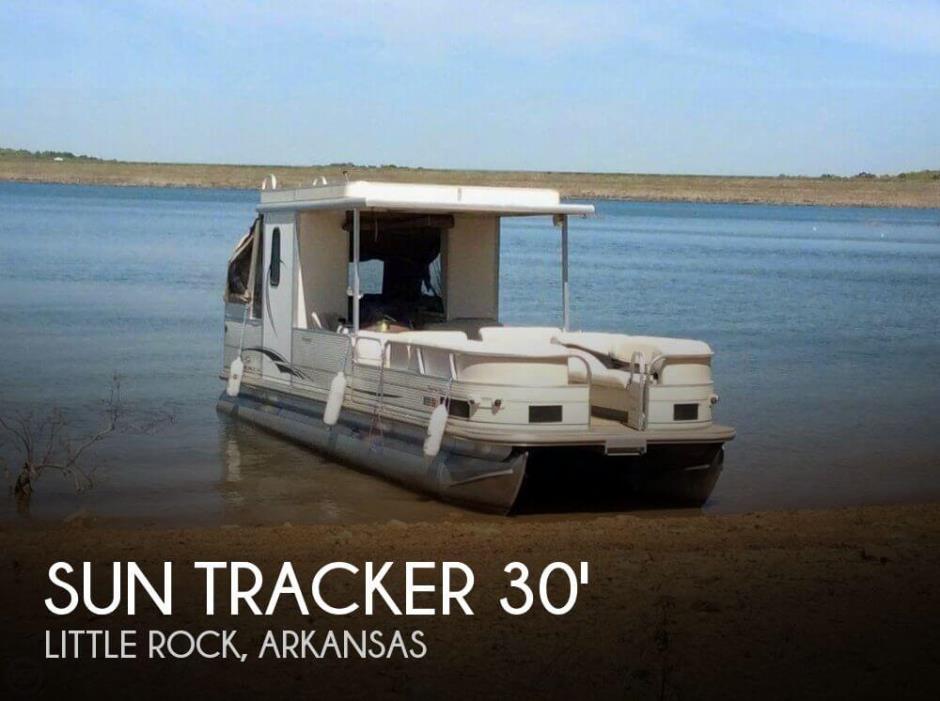 2006 Sun Tracker Party Hut 30