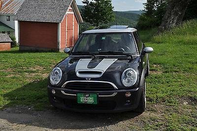 Mini : Cooper S 2006 mini cooper s 2 door black w silver hardtop 17 rims loaded one owner