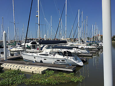 Sail Boat Hunter 40.5 Legend with  lazy jack  bow thruster