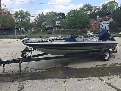 1989 STRATOS BASS BOAT / 225HP OUTBOARD MOTOR 1999/ GREAT CONDITION/ 267-4236313