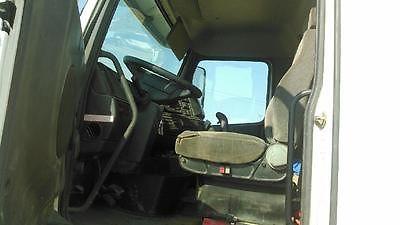 Volvo : Other Standard 2001 volvo semi truck